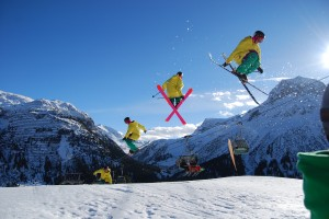 Ski Freestyler mit Winterpanorama