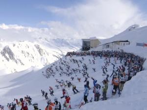 Start des Skirennens Weißer Rausch auf der Valluga am Arlberg