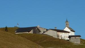 Blick auf Bürstegg mit seiner Kirche